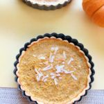 mini pumpkin pie tart for thanksgiving